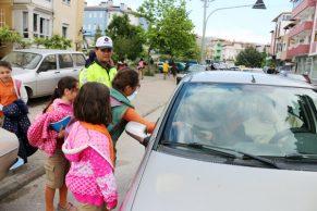 Trafik Polisleri Trafik Haftasında Sürücüleri Uyardı