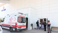 Dinar Devlet Hastanesinde Olay  Mahkum Askerlere Saldırdı