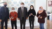 Matematik Yarışması Dünya 1'incilerini Başkan Sarı ödüllendirdi