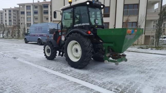 Dinar Belediyesi kar tuzlama çalışmalarına başladı
