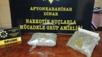Dinar emniyeti RUS uyruklu şahısların aracında uyuşturucu yakaladı