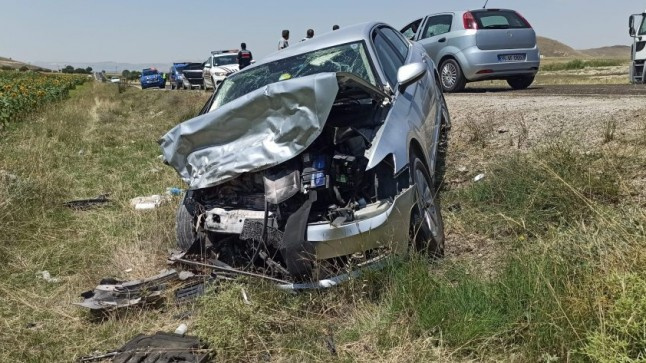 Dinar Çay Yolunda Trafik Kazası 8 Yaralı