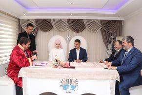 Milletvekilleri Eroğlu ve Özkaya Nikah Şahidi Oldu